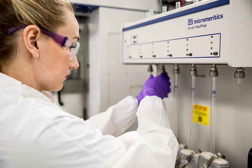 Rasmussen prepares a MOF sample for analysis